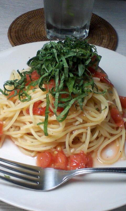 大葉とフレッシュトマトの冷製パスタ