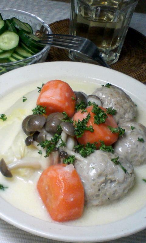 白菜とか何とか色々と、ミートボールのクリームシチュー