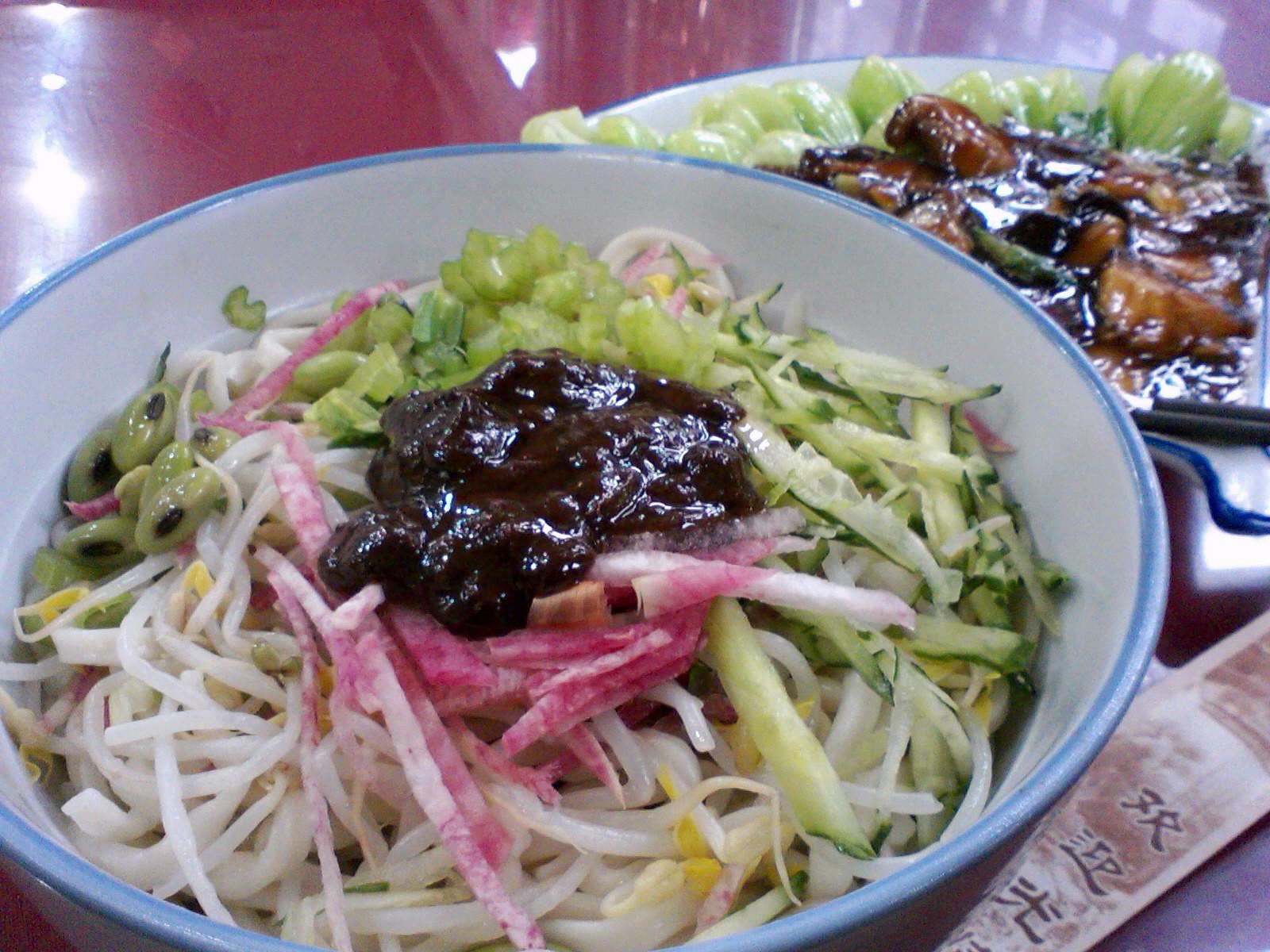 北京2010/03/14、昼ご飯のやり直し・炸醤麺